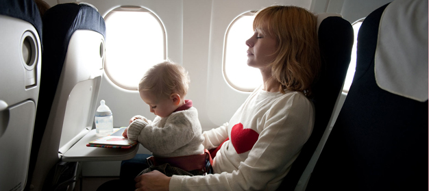 Tips Nyaman Membawa Bayi Saat Naik Pesawat