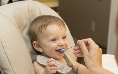 Mengapa Si Kecil Sering Muntah Setelah Makan?